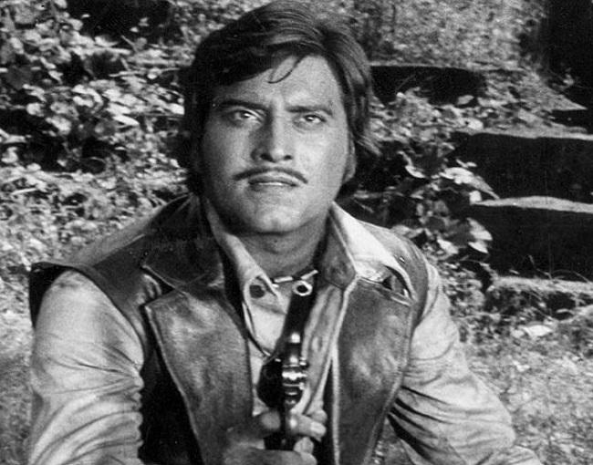 photos लाखों दिलों पर राज करने वाले बॉलीवुड के most handsome विनोद खन्ना की ये हैं rare photos