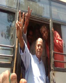रामनवमी जुलूस निकलने के प्रयास में यशवंत सिन्हा गिरफ्तार, देखें तस्वीरें