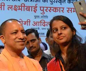 तस्वीरों में देखें-लोकभवन में छात्र मेधा का सम्मान