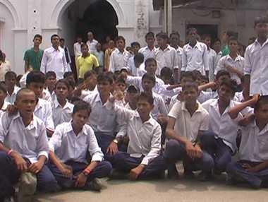 DENIED PROPER FOOD:  NO BREAKFAST Hostel children bang 'thalis' in protest