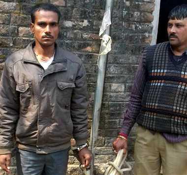 जुए के अड्डे पर हुई छापेमारी मे 13 गिरफ्तार