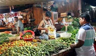 लौहनगरी में फलों से ज्यादा महंगी बिक रहीं सब्जियां