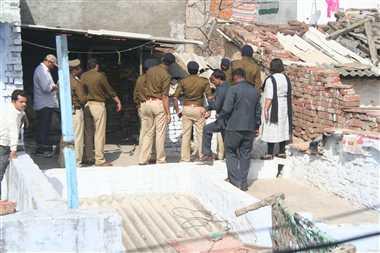आगरा में रातभर पुलिस ने गांवों में की पूछताछ