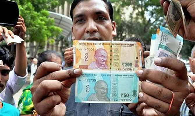 मिलने लगे 50 और 200 रुपए के नए नोट, जानें इनके खास फीचर्स