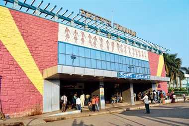 टाटानगर स्टेशन पर पानी के लिए परेशान रहे पैसेंजर्स