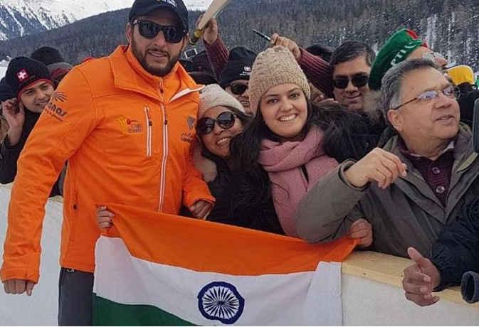 पाकिस्तानी क्रिकेटर शाहिद अफरीदी ने कुछ यूं किया भारतीय तिरंगे का सम्मान