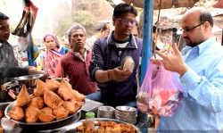 पकौड़ा पालिटिक्स पर वार ताज सिटी आगरा के पकौड़ेवाले मस्त हैं अपने रोजगार में