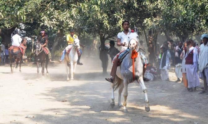 सोनपुर मेले में ट्रैक पर दौड़ते घोड़ों को नहीं देखा, तो कुछ नहीं देखा