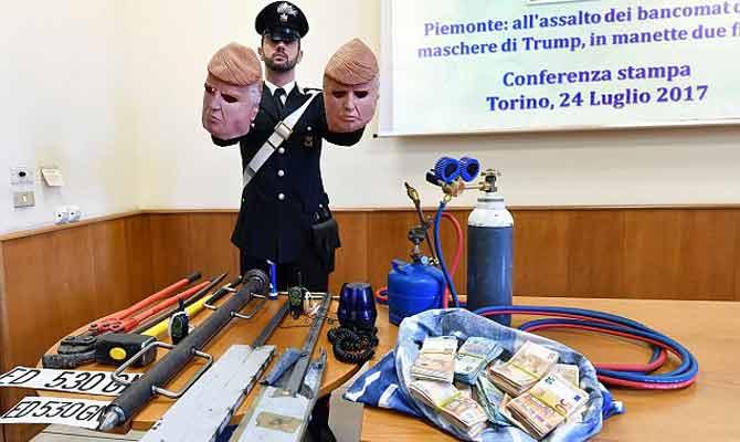 प्रेसीडेंट ट्रंप का मुखौटा लगाकर लुटेरों ने लूट लिए दर्जनों एटीएम
