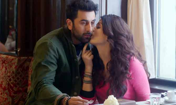 bollywood gossip,bollywood couple,bollywood odd couple,bollywood romance,romance in hindi films,actor romance with older actress