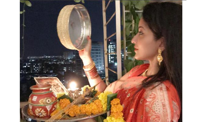 bollywood news, bollywood gossips, bollywood actors, bollywood actors karva chauth, karva chauth 2017, bollywood actors karva chauth celebration