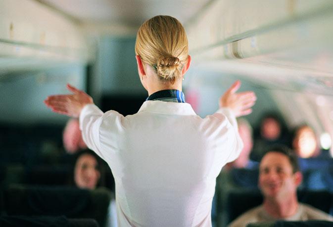 हवाई जहाज में क्रू मेंबर्स किस कोड वर्ड में बात करते हैं, यहां जानिए