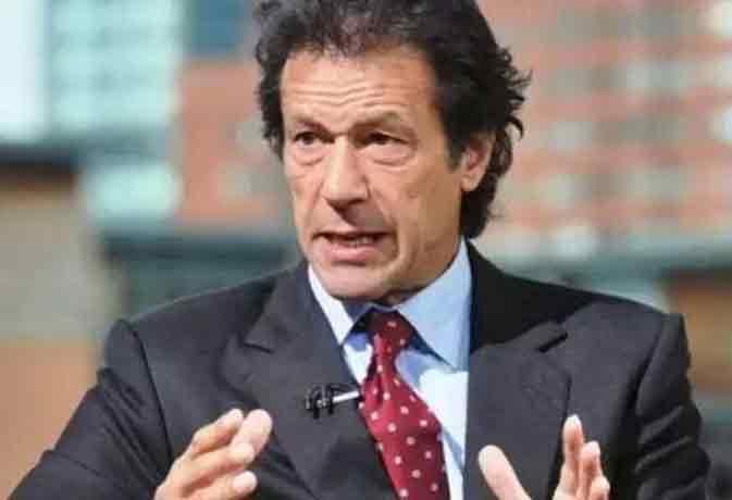 जब इमरान खान ने की गलत खबर पर सीरियस ट्वीट, पाकिस्तानी आवाम में बन गए अप्रैल फूल