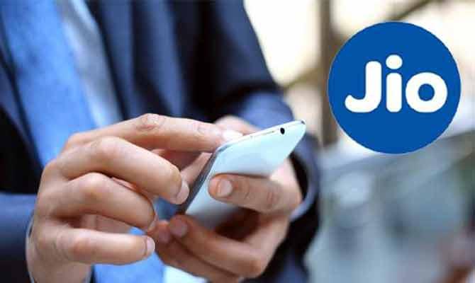 Jio ने रोक दी है कुछ यूज़र्स की अनलिमिटेड वॉयस कॉल! क्या आप भी हैं शामिल