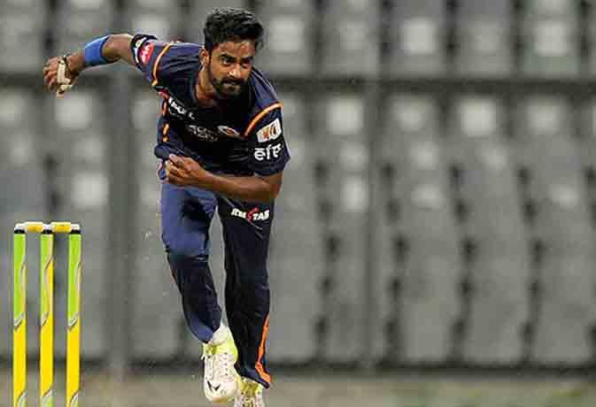वेटर से क्रिकेटर! आईपीएल में दिखाया था बॉलिंग का जौहर, अब लेगा आस्ट्रेलिया से टक्कर