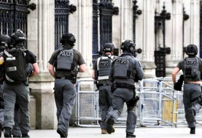 लंदन हमला: 'लोग चीख रहे थे नीचे झुको वापस जाओ'