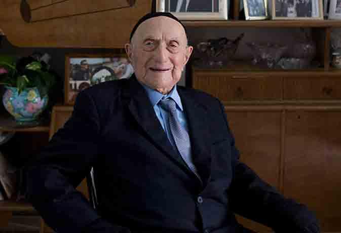 नहीं रहे दुनिया के सबसे बुजुर्ग 113 साल के क्रिस्टल, सहे थे नाजी हिटलर के जुल्म-सितम