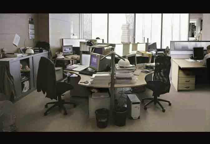 अगर मिनटों में सुलझाते हैं पजल, तो जरा बताओ इस ऑफिस वाली तस्वीर में कितने लोग मौजूद हैं