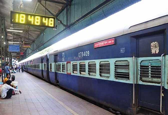 रेलवे टिकट अब बैंक से भी
