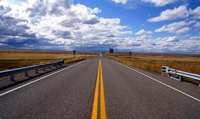 हाईवे पर चलने वालों जान लो रोड पर बनी इन लाइनों का मतलब, कहीं देर ना हो जाए...
