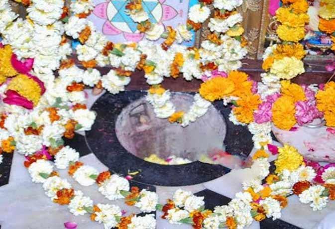 लाखों लीटर पानी से भी नहीं भरा इस मंदिर में रखा छोटा सा घड़ा