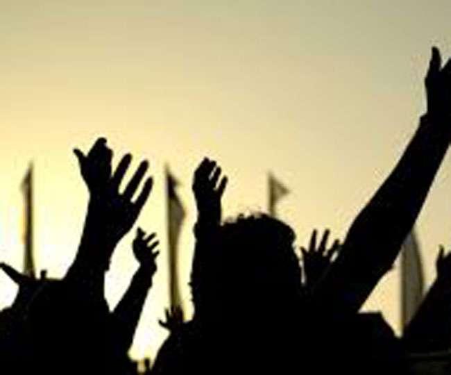 शिक्षा विभाग की सख्ती के बावजूद नहीं माने शिक्षक, आंदोलन जारी
