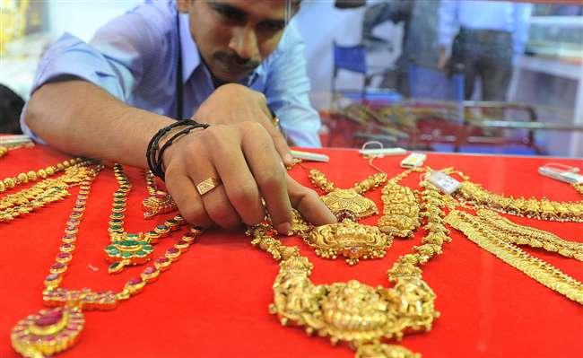 Gold Rate Today: आज चांदी में आई जबरदस्त गिरावट और सोने के इतने बढ़ गए दाम