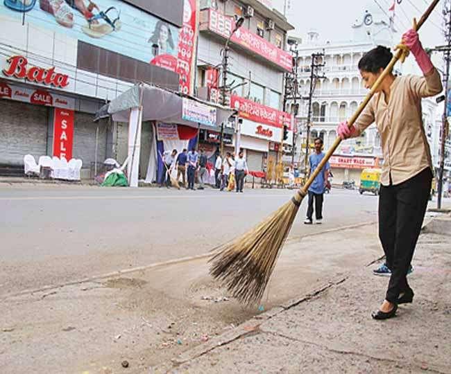 स्वच्छता के अभियान में सिंगापुर और भारत के प्रधानमंत्रियों ने खुद झाड़ू उठाई