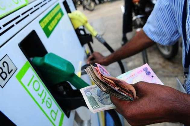 आज फिर कम हुई पेट्रोल की कीमत, डीजल के दाम में बदलाव नहीं