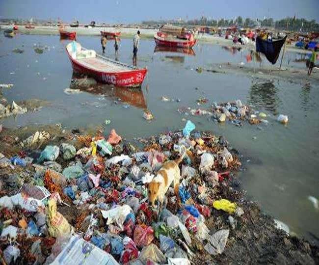 सूखती गंगा में बढ़ गया प्रदूषण, किए जा रहे हैं अरबों रुपये खर्च