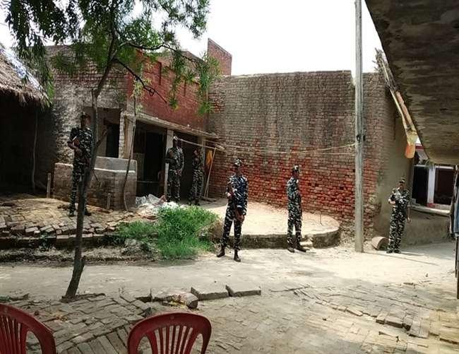उन्नाव दुष्कर्म पीड़िता तथा वकील के घर व ट्रामा सेंटर लखनऊ में CRPF का पहरा