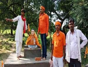 चित्रकूट में गांधी जयंती पर लगाई गई नाथूराम गोडसे की प्रतिमा, पुलिस हिरासत में चार