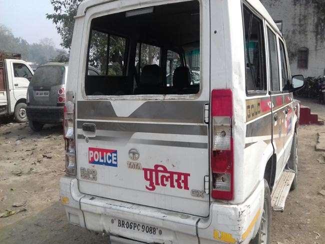 बिहार: मुजफ्फरपुर में पुलिस टीम पर हमला, आठ जवान घायल