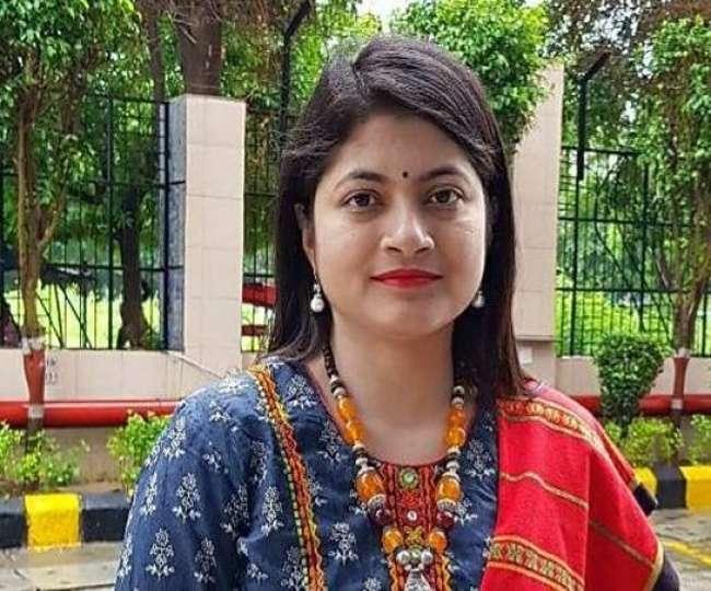 'अनजान मर्दों को भेजकर मां-बहन की फोटो खिंचवाऊं', पढ़ें दबंग IAS चंद्रकला के चर्चित बयान