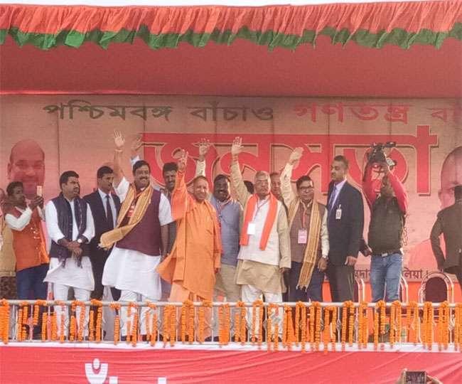 बंगाल में भाजपा की सरकार बनी तो टीएमसी के गुंडे गर्दन में तख्ती लगाकर घूमेंगेः योगी