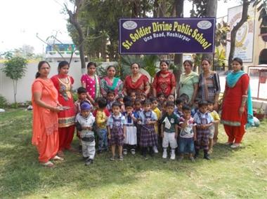 सेंट सोल्जर में नन्हें छात्रों का किया वेलकम