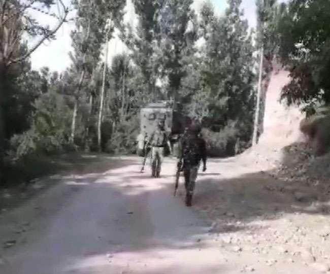 जम्मू कश्मीर: शोपियां जिले के नरवानी इलाके में आतंकवादियों और सुरक्षाबलों के बीच मुठभेड़ जारी
