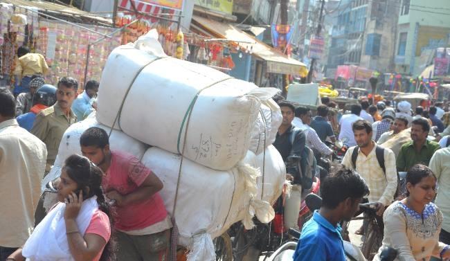 Image result for त्योहारों के मद्देनजर शहर की ट्रैफिक व्यवस्था दूसरे दिन भी रही ध्वस्त...