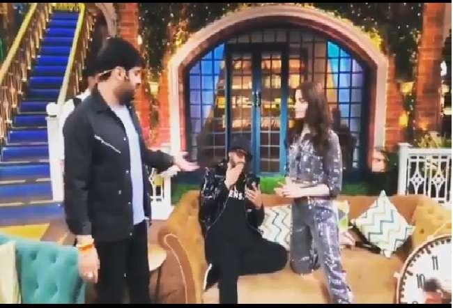 ध्यान से देखिये ये Video, किसिंग करते हुए पकड़े गए रणवीर सिंह