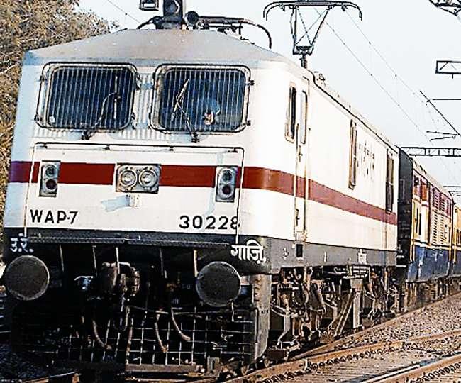 मनमाना दाम नहीं ले सकेंगे रेलवे वेंडर, खाने-पीने के सामान का तुरंत मिलेगा बिल