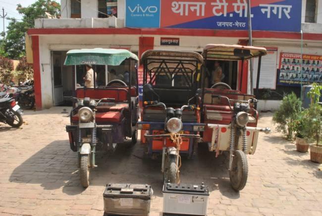 ई-रिक्शा चुराकर बेच देते थे बैट्री, खरीददार समेत दो गिरफ्तार