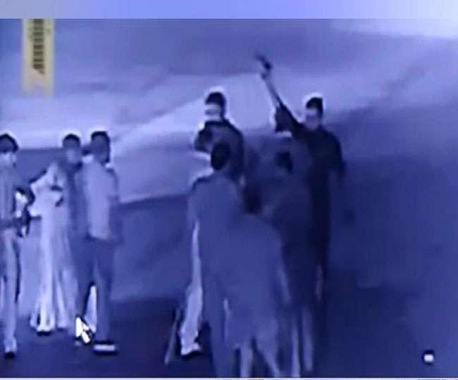 भाजपा सांसद रामशंकर कठेरिया की मौजूदगी में उनके गुर्गों की टोल प्लाजा पर गुंडई, घटना CCTV में कैद