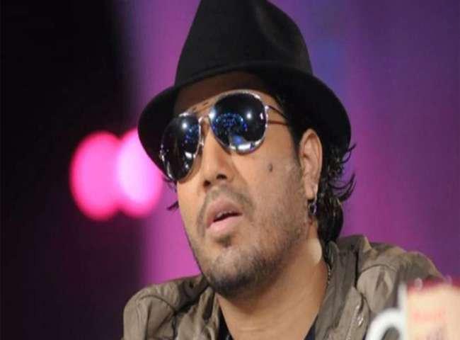 दुबई में हिरासत में लिए गए सिंगर मीका सिंह, छेड़छाड़ का आरोप