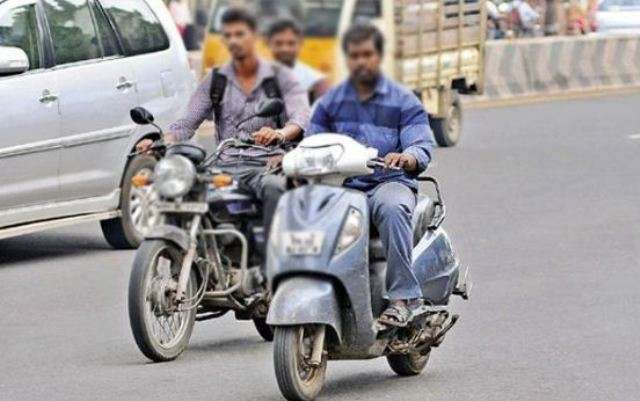 UP में बिना हेलमेट बाइक सवार की फोटो खींचकर एप पर डालें, मिलेंगे पांच रुपये