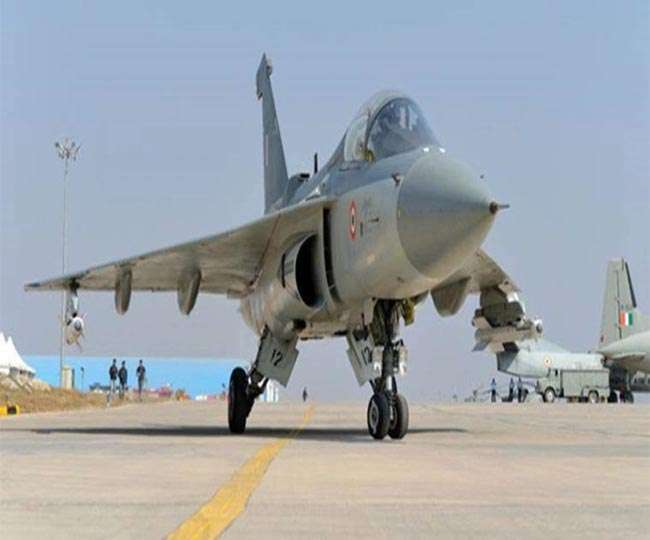 Tejas Vs JF 17 Comparison between India light weighted Tejas