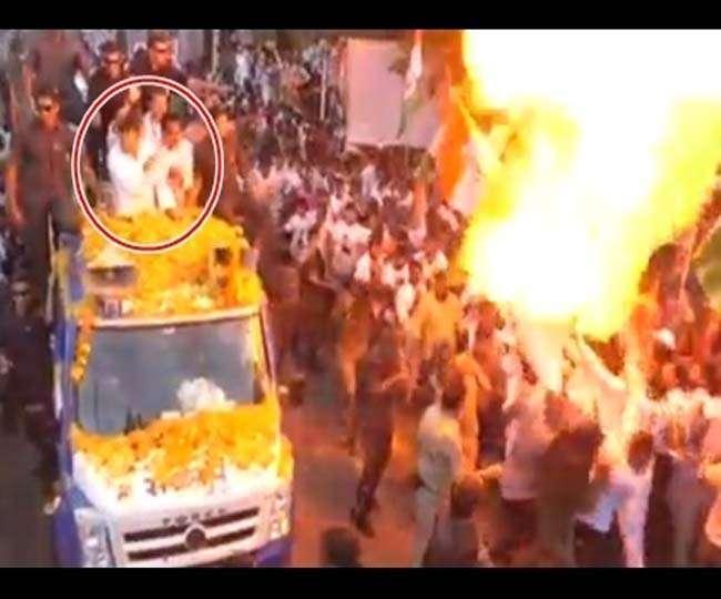 Image result for राहुल के रोड शो में धमाका,आरती से गुब्बारों में लगी आग