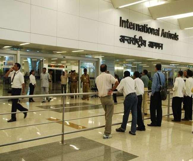 आइजीआइ एयरपोर्ट पर कस्टम ने सोने की तस्करी में एक महिला सहित दो लोगों को गिरफ्तार किया