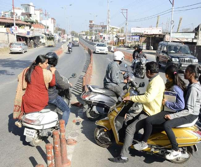खूनी फ्लाईओवर पर सुरक्षा तार-तार, 51 खंभे हुए गायब