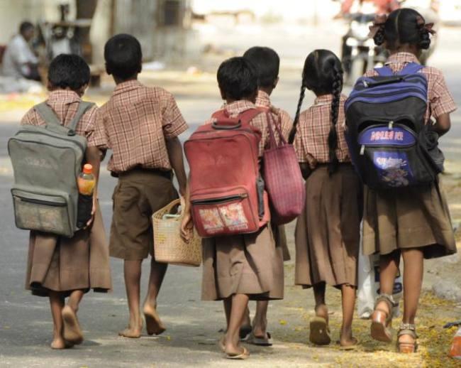 आर्थिक रूप से कमजोर बच्चों को नहीं मिल रहा उनका हक
