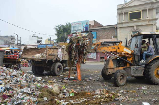 Municipal corporation start lifting of garbage from city